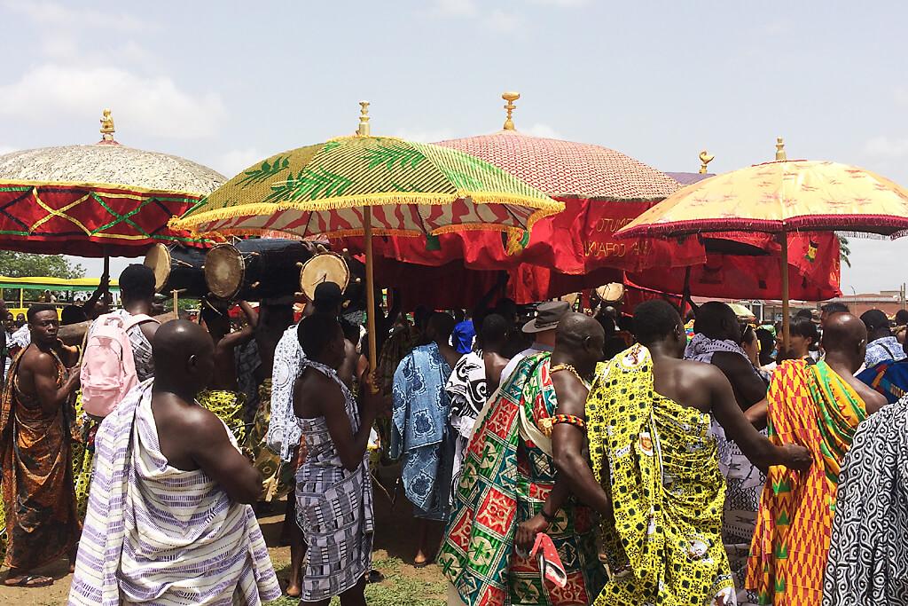 Aufmarsch der traditionellen Chefs für den Aschanti König in Kumasi, Ghana