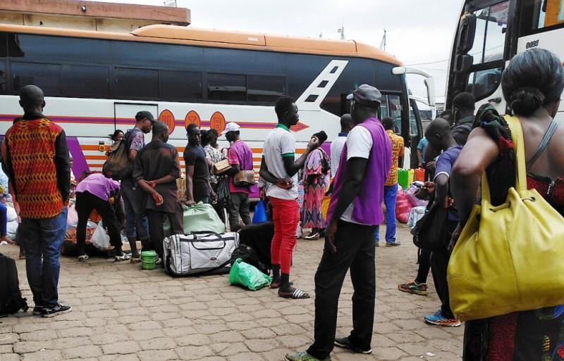 Reisende in der Elfenbeinküste