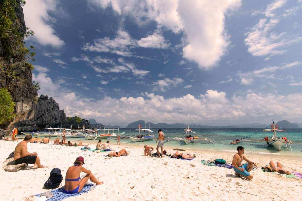 Sunbathers on Shimizu Island, El Nido