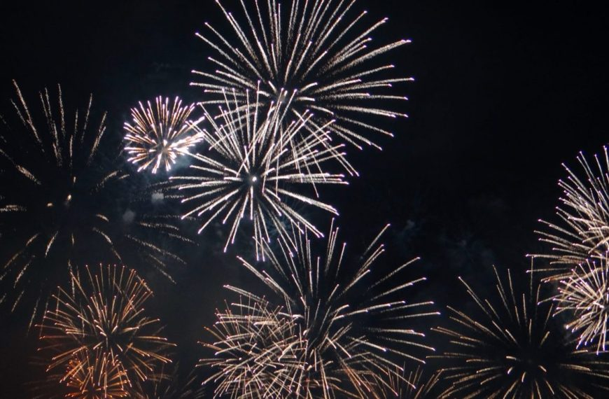 Conquering the darkness –  Geneva Festival Fireworks in Switzerland!