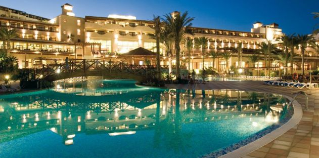 An image of the swimming pool at the Barcelo in Fuerteventura