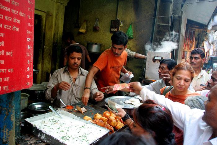 varanasi streets people amazing things to do in varanasi