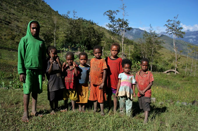 papua kids Hiking the Baliem Valley on a budget