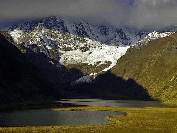 Jahuacocha lake lagoon peru huayhuash
