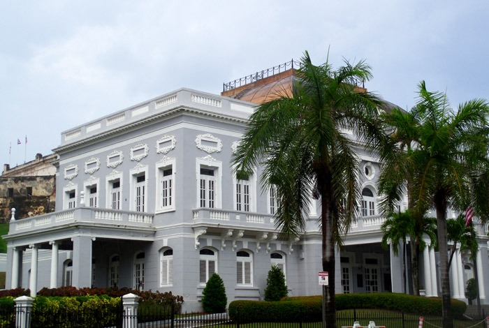 things to do in san juan plaza colon
