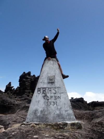 hike roraima border
