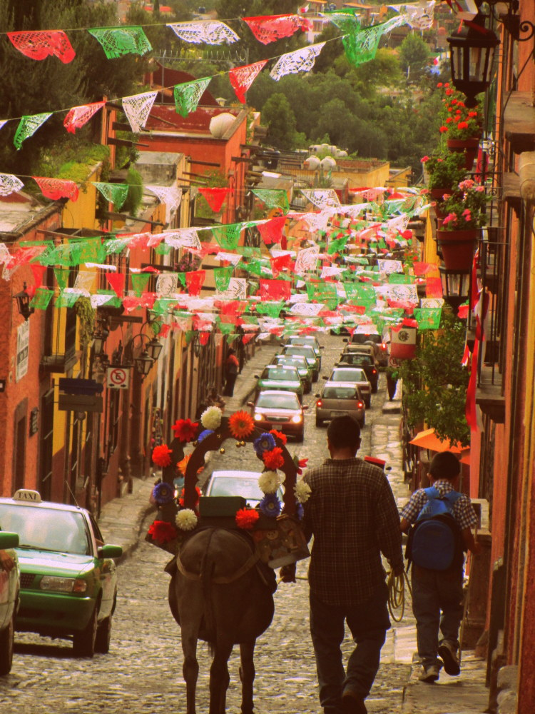 Walking in Mexico, is it safe to travel to mexico