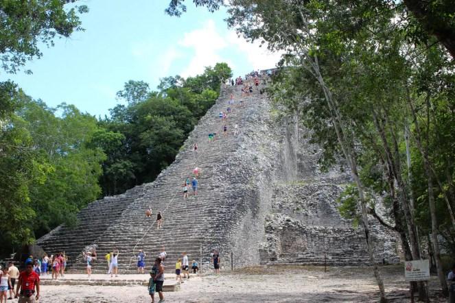 Die besteigbare Pyramide in Cobá