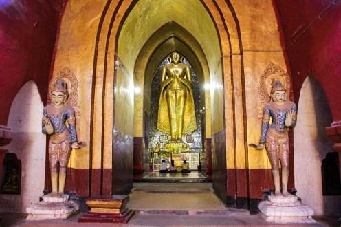 Golden Buddha in dem Ananda Tempel