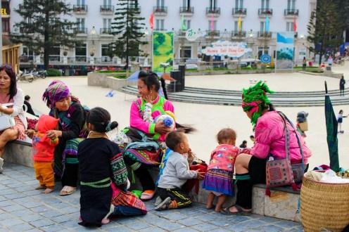 Hmong Familie in Sapa Stadtzentrum