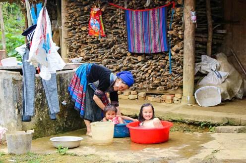 Kinder baden Vietnam