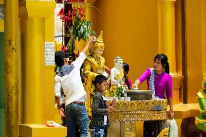 Waschen Buddha Statue Shwedagon Pagode
