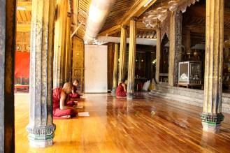 Mönche im Shwe Yan Pyay Kloster
