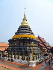 Der große Chedi im Wat Phra That Lampang Luang