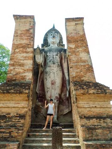 Stehender Buddha am Wat Mahathat in Sukhothai