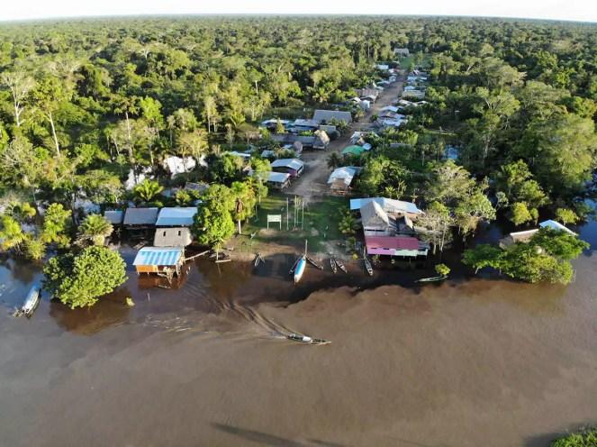 Dorf Puerto Miguel im Amazonas Dschungel Peru Luftaufnahme