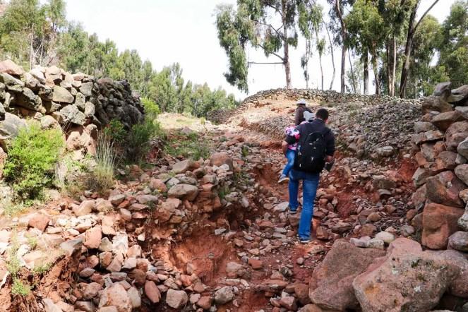 Ein bisschen Hiking zum Pachamama Tempel auf der Amantani Insel