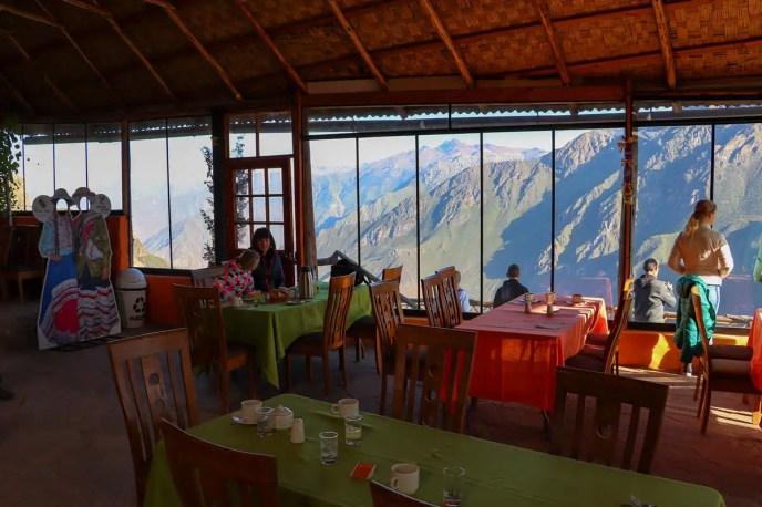 Frühstück im La Granja del Colca Restaurant mit fantastischer Aussicht