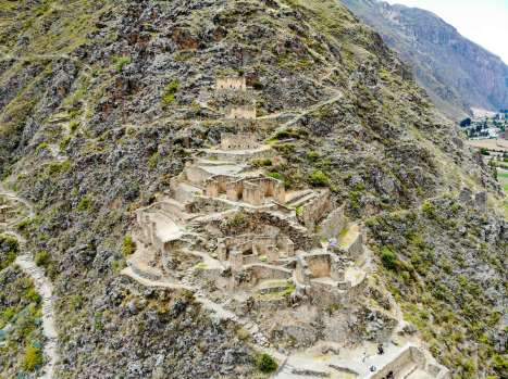 Ruinen von Pinkuylluna in Ollantaytambo