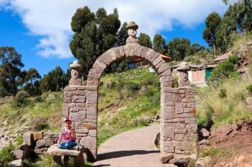 Stein Torbogen auf Taquile