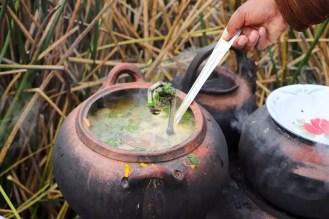 Suppe zum Frühstück auf der Uros Insel
