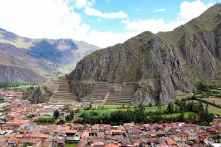 Pinkuylluna mit Blick auf die Ruinen von Ollantaytambo