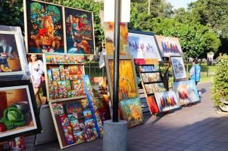 Gemälde werden im Park Kennedy in Lima verkauft