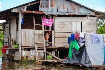 Haus auf dem Wasser in Iquitos