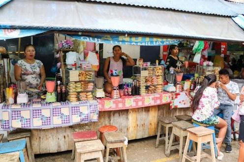 Kleine Imbisse auf dem Belén Market