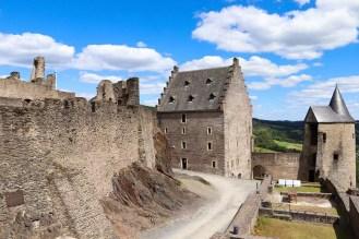Innenhof Burg Bourscheid