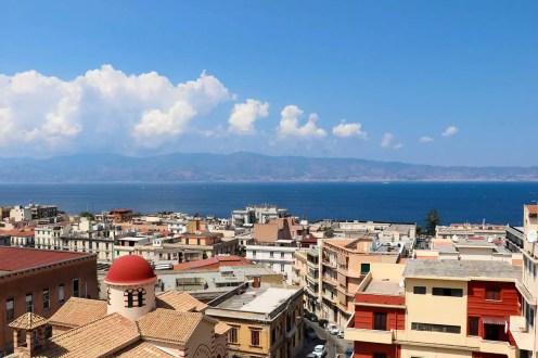 Aussicht auf Sizilien vom Castello Aragonese