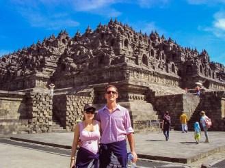 Vor dem Borobudur Tempel