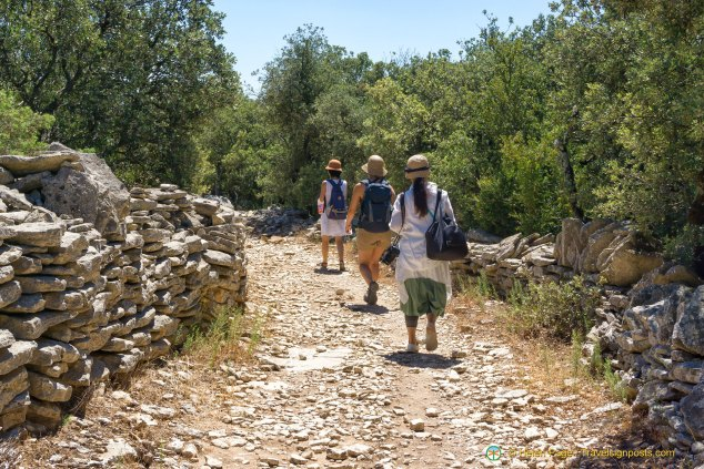 A Walk in the Luberon Countryside: we hit the trail to Gordes