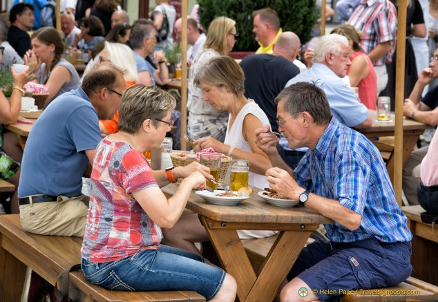 Regensburg Wurstkuchl diners