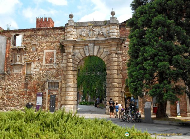 The entrance to the Teatro Olimpico and its gardens.