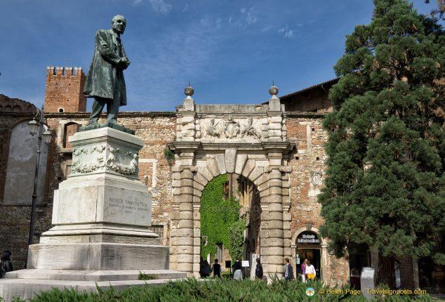 Teatro Olimpico' Roman gate
