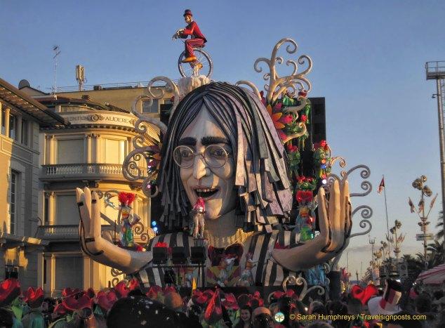 """Revolution"" (and John Lennon) makes its way along the Viareggio promenade"