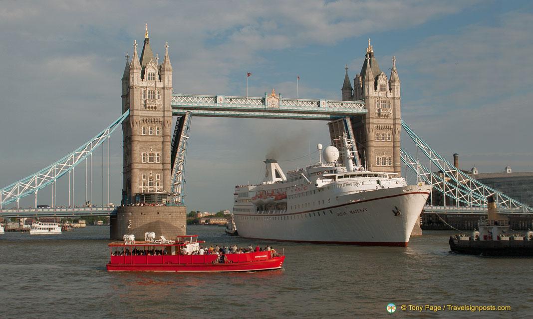 Tower Bridge - A Victorian Engineering Marvel