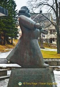 Petter Dass Statue, Sandnessjøen