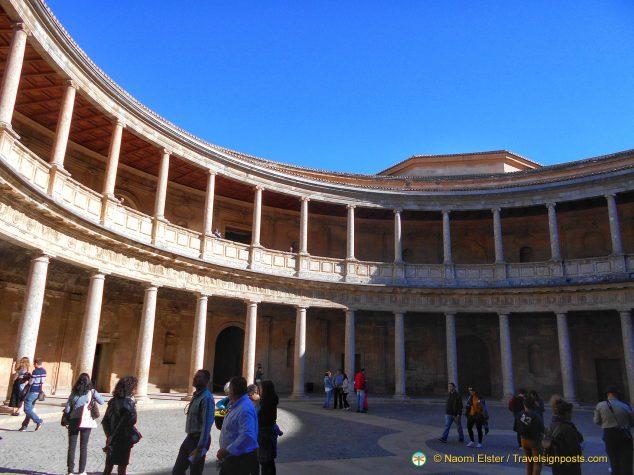 The circular inner courtyard at Palacio Carlos V