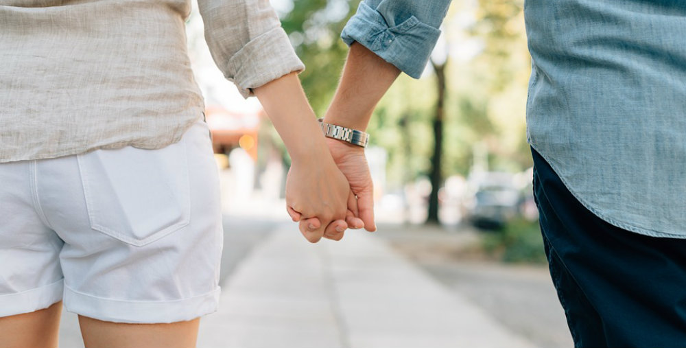 Valentines Day Fun Facts Holding Hands TravelSmart VIP