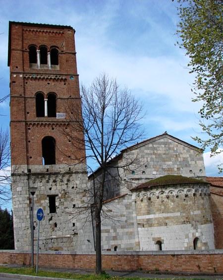 San_Michele_degli_Scalzi_campanile_pisa