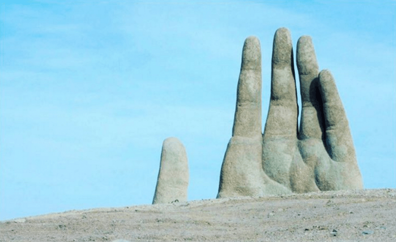 the hand in the desert bizarre attractions
