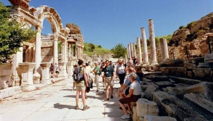 Tourists surge to Ephesus as pandemic restrictions erased (2)