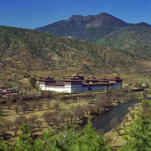 Tashichho dzong (By Christopher J. Fynn, via Wikimedia Commons)