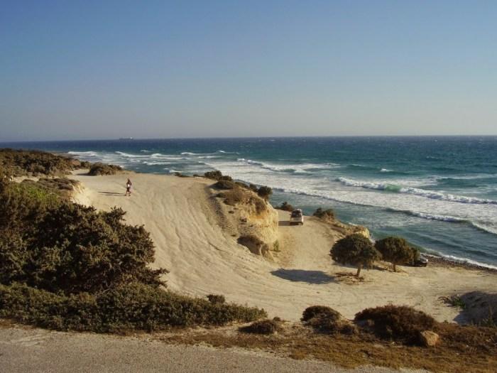 La spiaggia di Agios Theologos