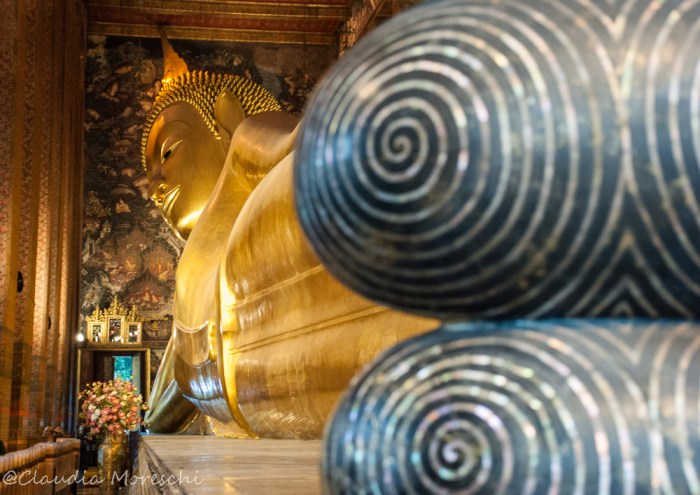 Il gigantesco (e bellissimo) Buddha sdraiato del Wat Pho