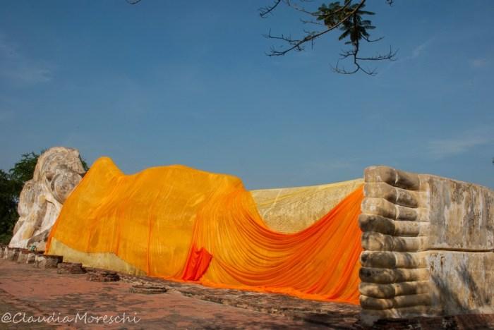 Il bellissimo Buddha sdraiato del Wat Lokaya Sutha