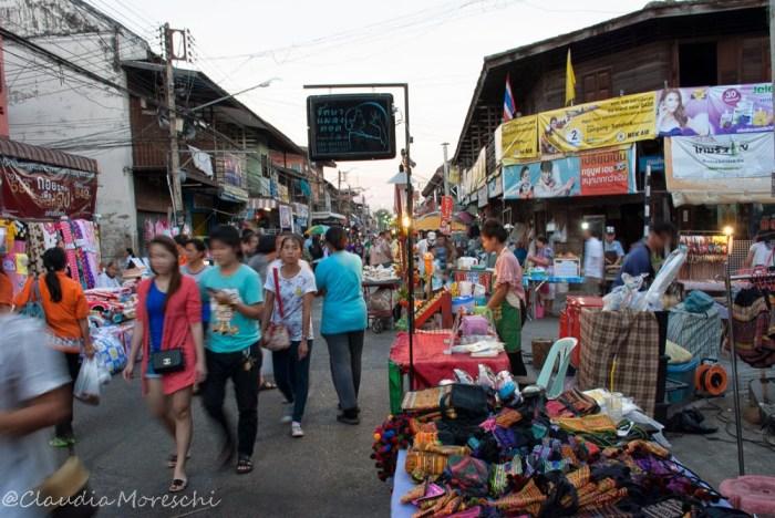 Il night market in Talad Gao