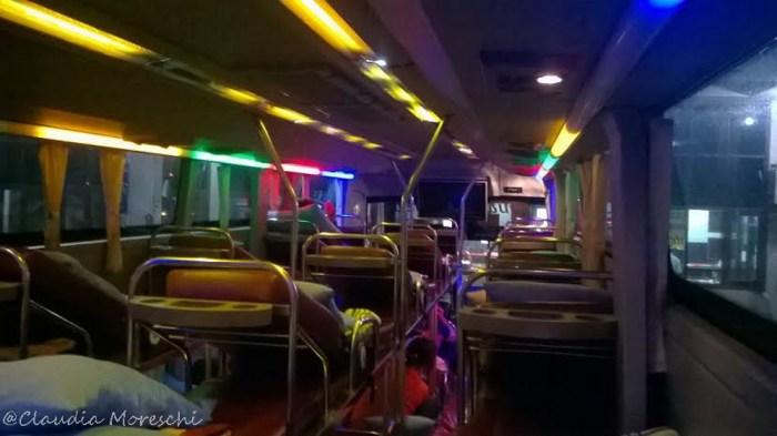 L'interno di uno sleeping bus laotiano
